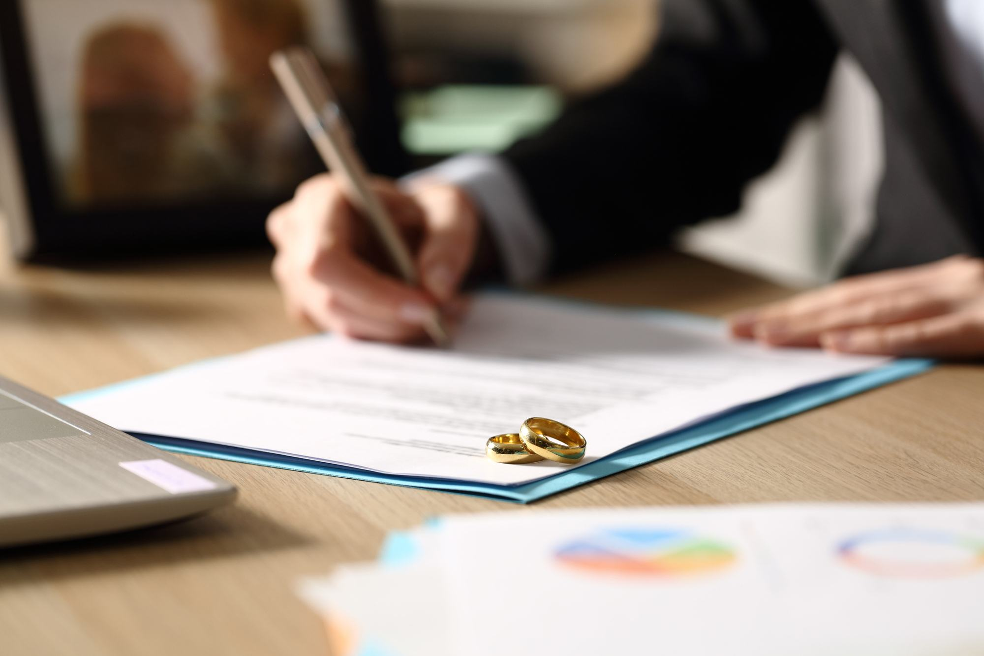 5 Things You Need to Know About Getting Divorced -